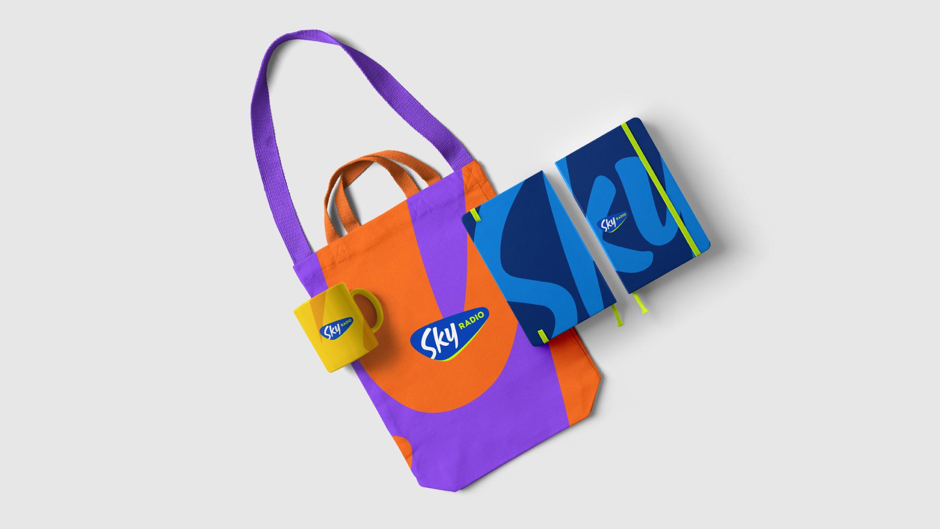 Sky radio merchandise met logo